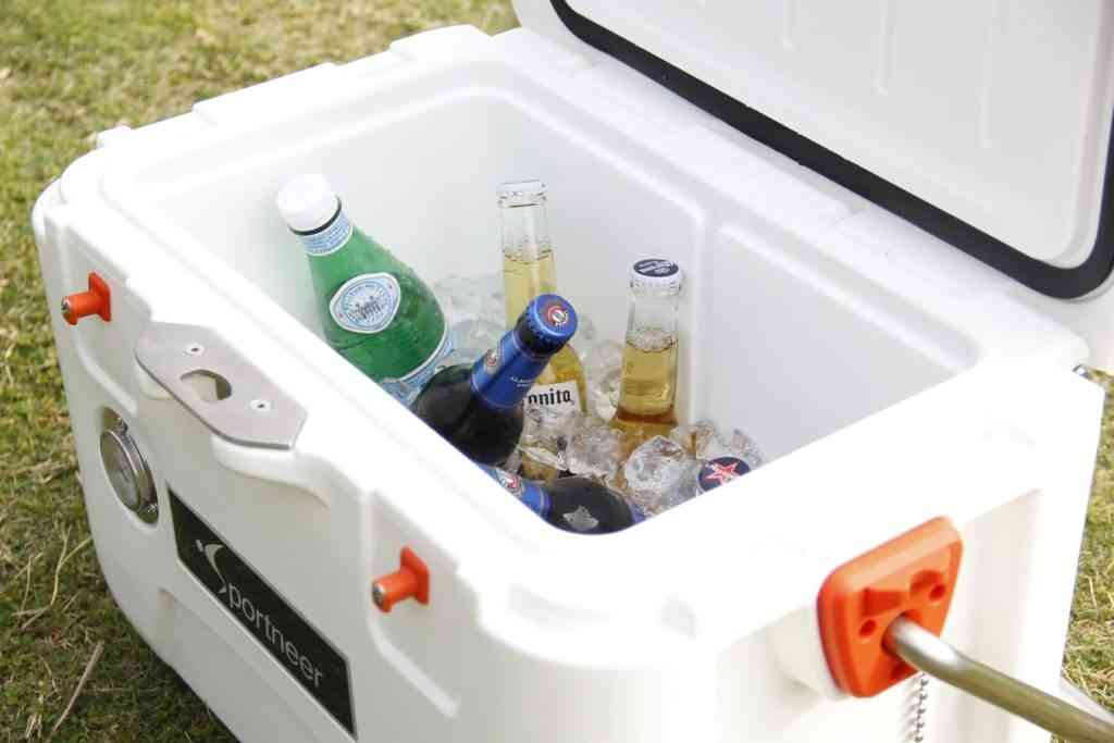 Portneer portable cooler with beers